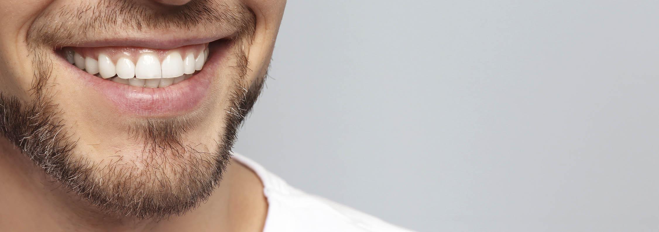 sonrisa felicidad tratamiento dental de cirugía oral